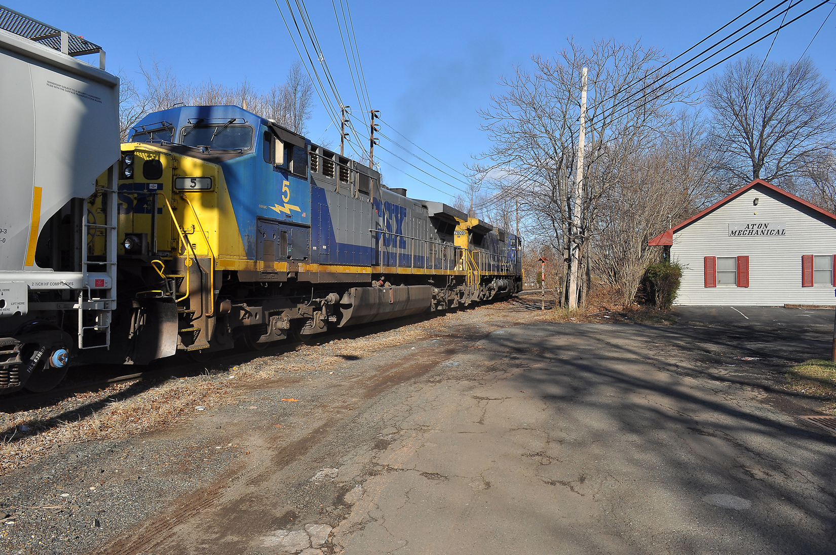 Ethanol-loaded CSX trains makes Sewaren delivery