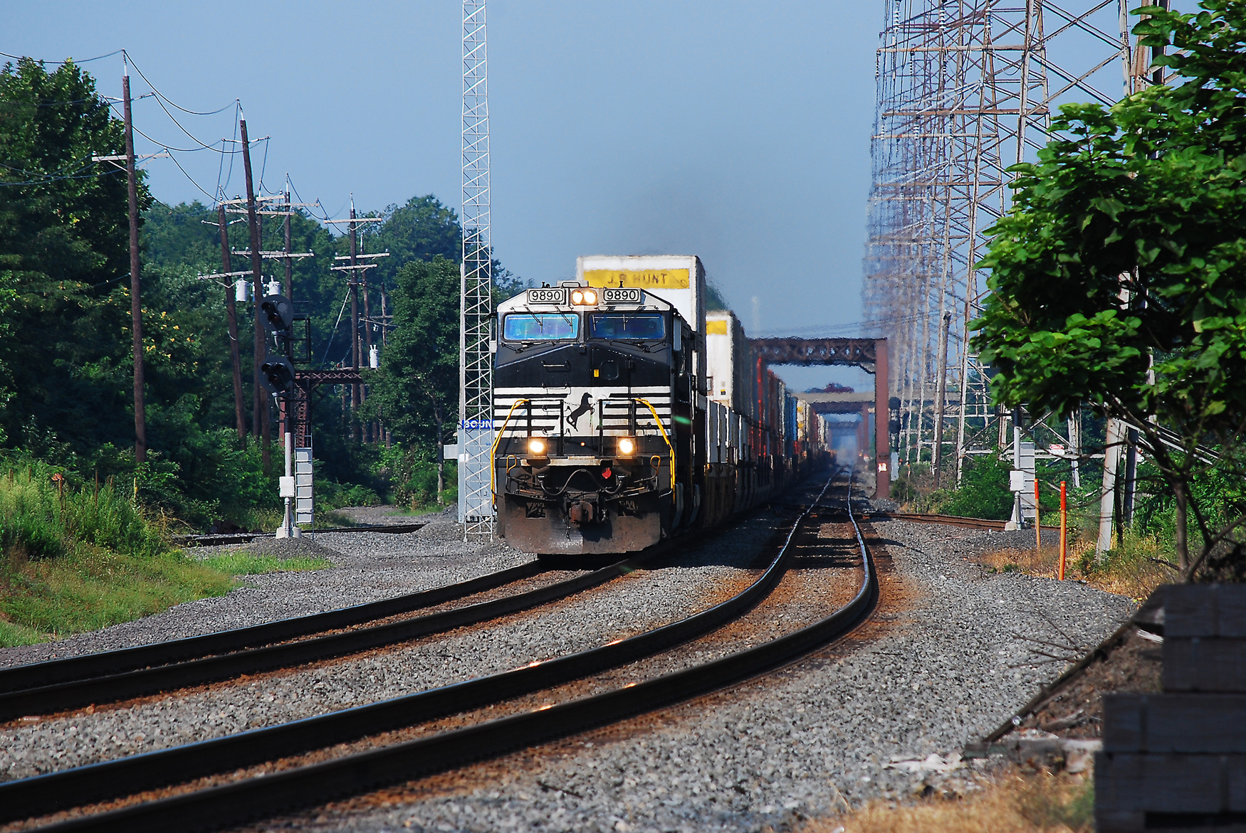 NS train 20G races east past CP Bound Brook on the Norfolk Southern Lehigh Line