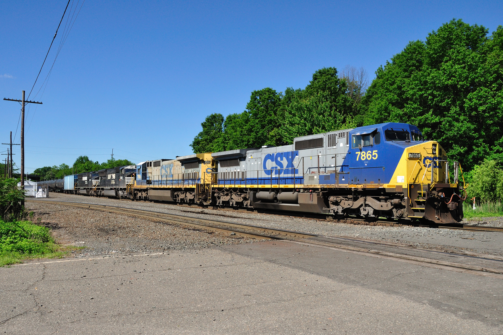 CSX and Norfolk Southern found in unusual locomotive lashup