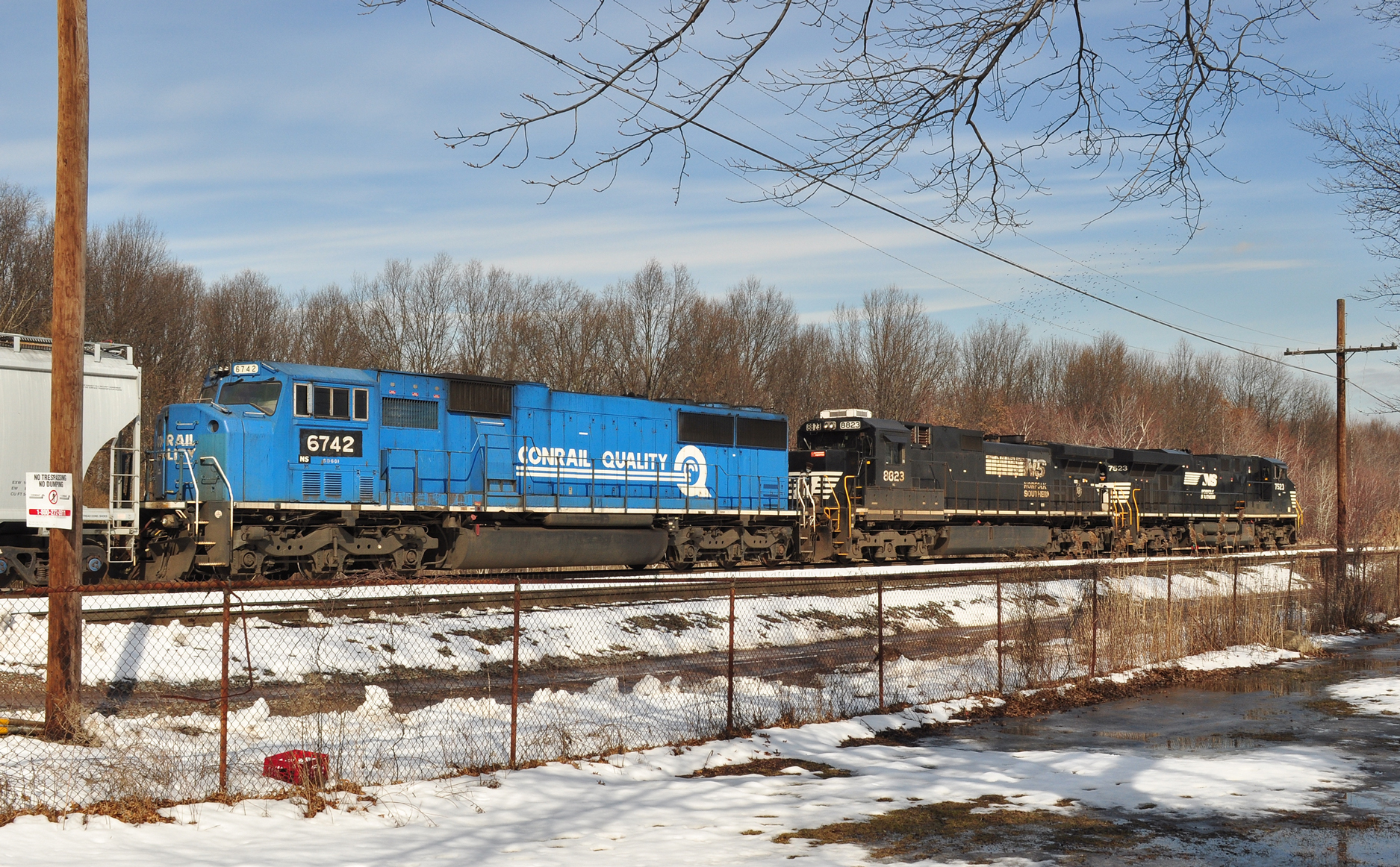 Rare Conrail blue grabs attention outside Port Reading yard