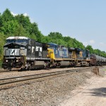 Norfolk Southern train 69Q negotiates southbound